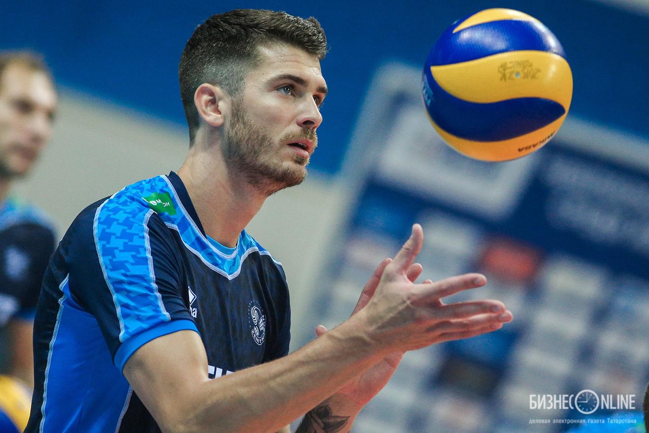 Гей волейболист
